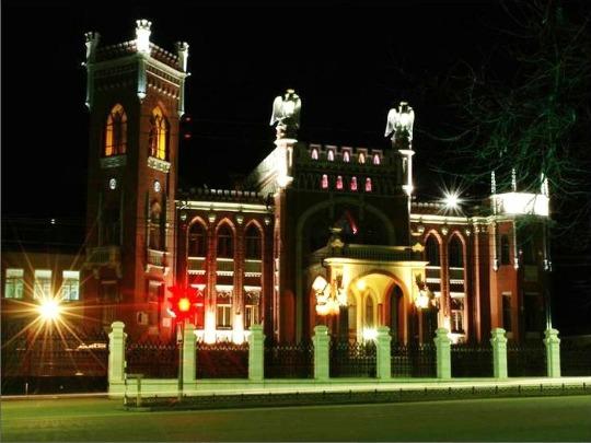 Замок с грифонами в г.Киров