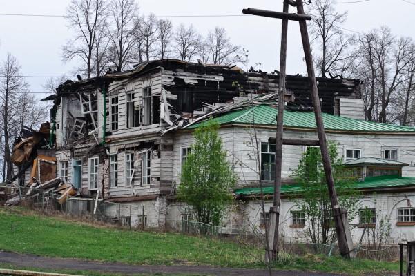 Дом заводовладельца после пожара