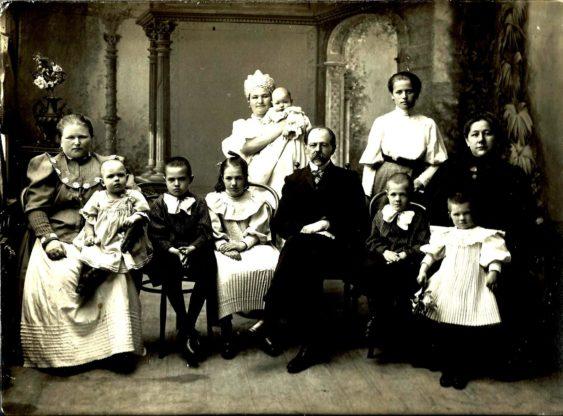 Семья С.И.Сенькова Вязники 1907 год