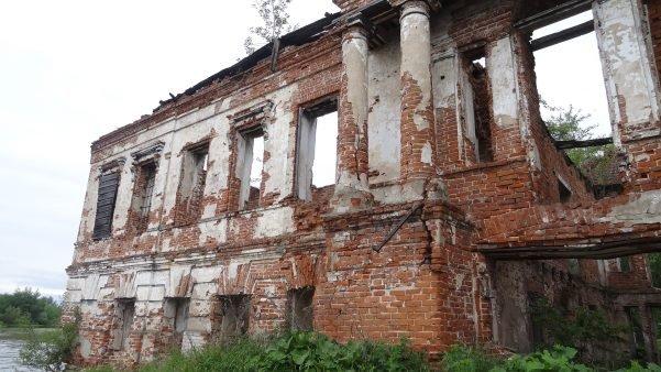 Руины дома Абамелек-Лазаревых Усолье Пермский край