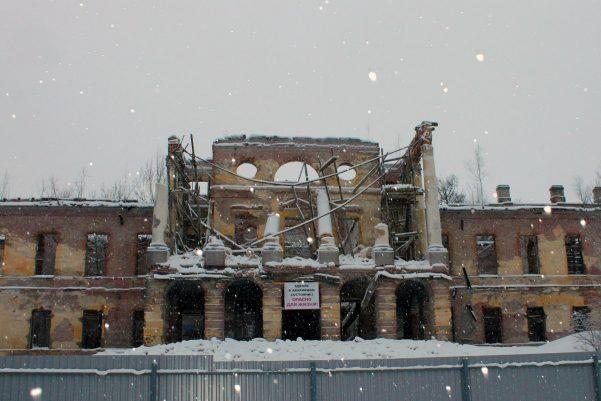 Остатки дворца в Ропше