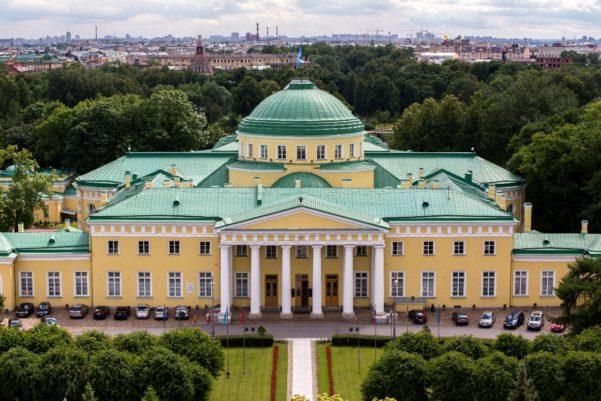 Таврический дворец в Санкт-Петербурге