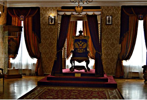 Трон Императрицы Екатерины II