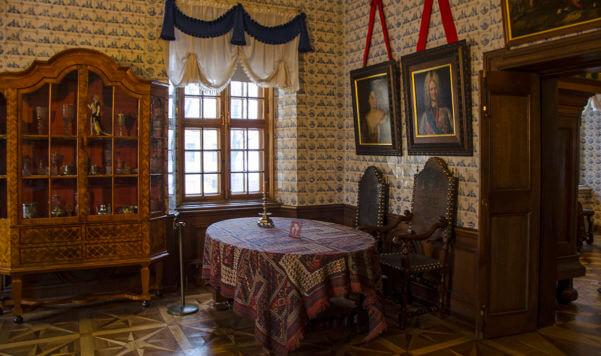 Интерьеры дворца графа Меньшикова