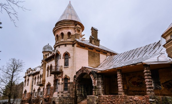 Замок Елисеевых Белогорка